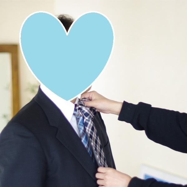 結婚相談所のサポートの例:お見合い写真撮影。ネクタイの色合わせ
