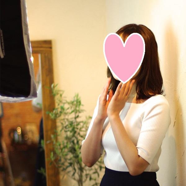 結婚相談所のサポートの例:お見合い写真撮影。笑顔の撮影